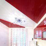 Красивый двухуровневый потолок на кухне